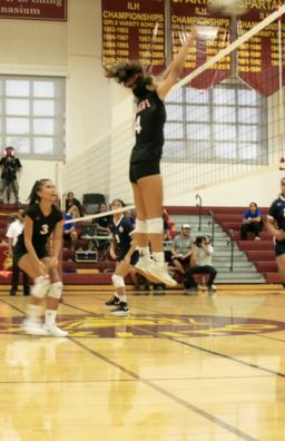 Varsity Volleyball Shines Bright on OC16