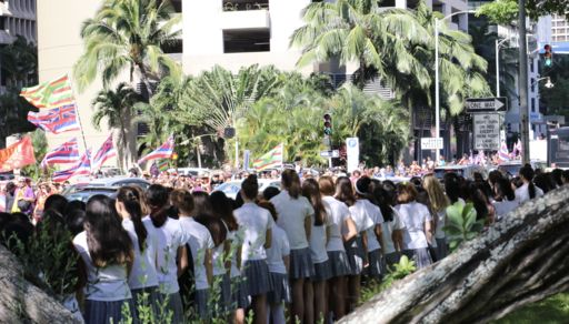 Students Stop ʻŌnipaʻa Procession With Oli